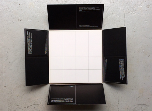 Quadrat-Print: 16 Cubes and a Playing Board
